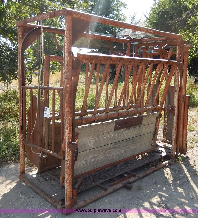 Ww Portable Cattle Squeeze Chute Item H6864 Sold