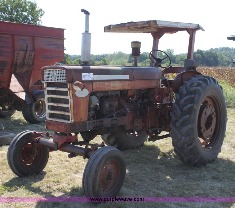 Farmall 560 tractor | Item H7329 | SOLD! September 25 Ag Equ
