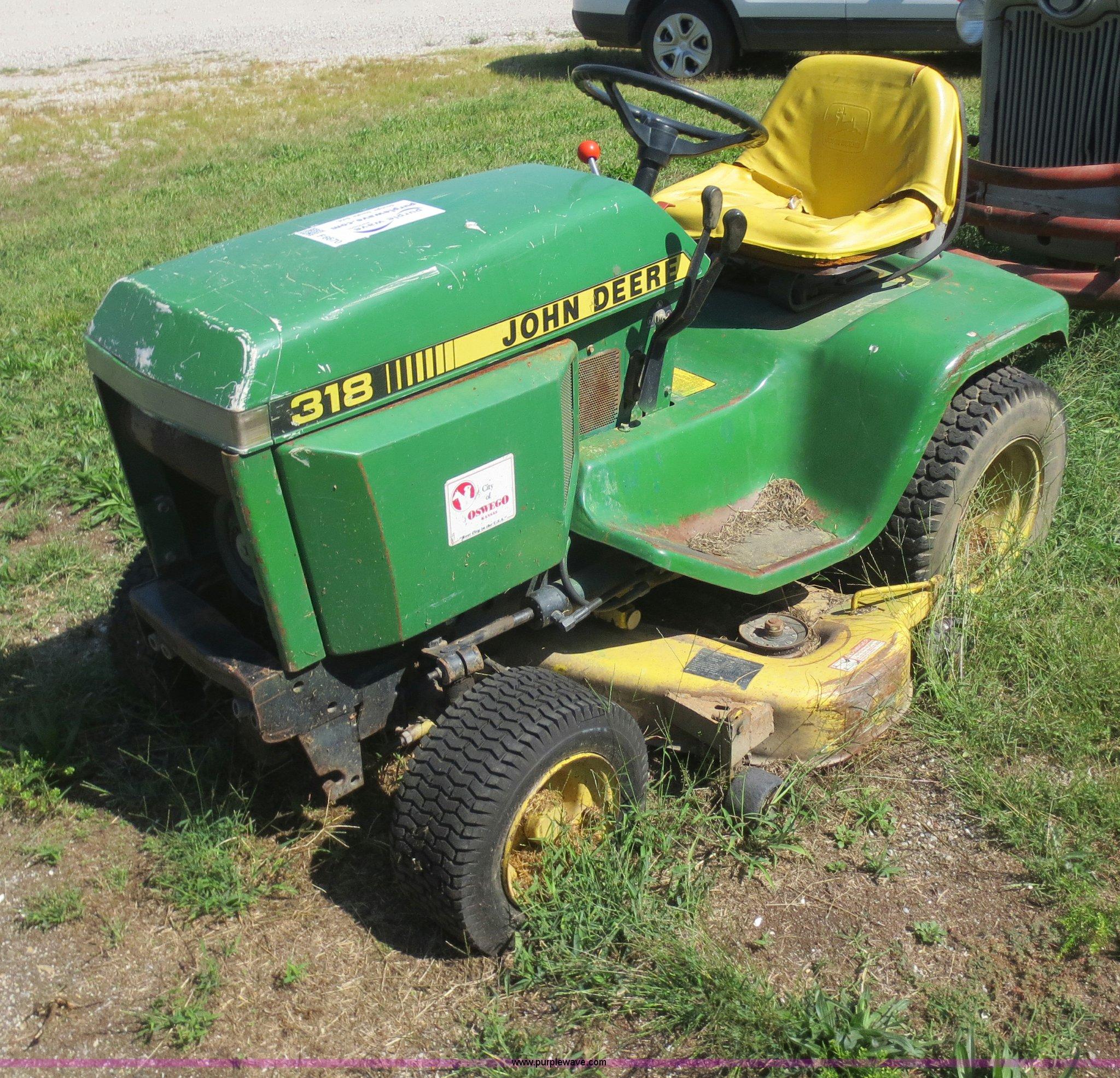 John Deere 318 >> John Deere 318 Lawn Tractor Item F6670 Sold October 8 G