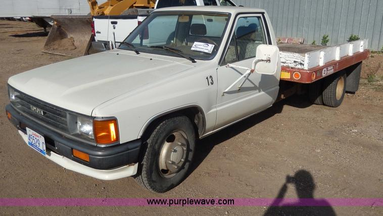 1987 Toyota pickup truck | Item H3100 | SOLD! October 16 Veh