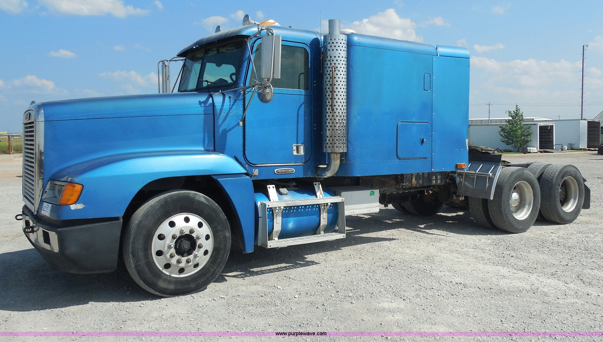 E7698 image for item E7698 1997 Freightliner FLD120 ...