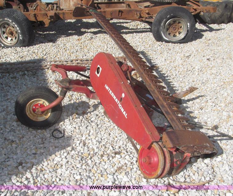 International Fast Hitch 7' sickle bar mower | Item AE9441 |