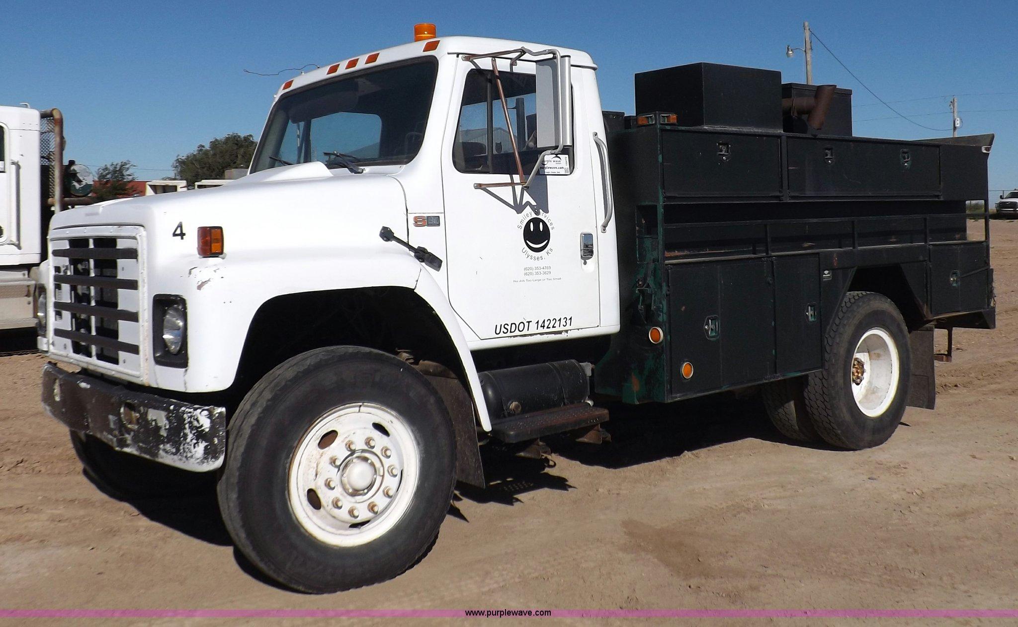 I8472 image for item I8472 1984 International S1900 service truck