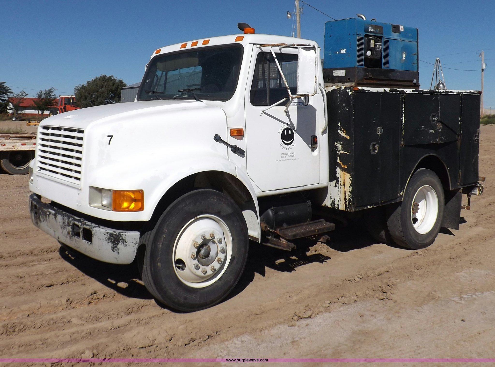I8474 image for item I8474 1990 International 4700 service truck