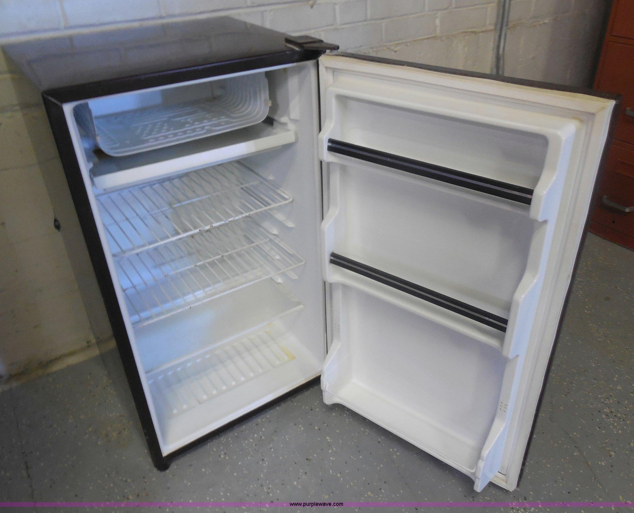 assorted kitchen appliances item al9589 sold november 5