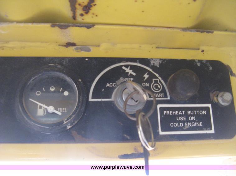 1988 New Holland L553 skid steer   Item H4475   SOLD! Novemb