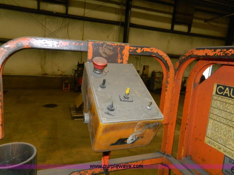 2000 JLG CM2033 scissor lift | Item AZ9074 | SOLD! November