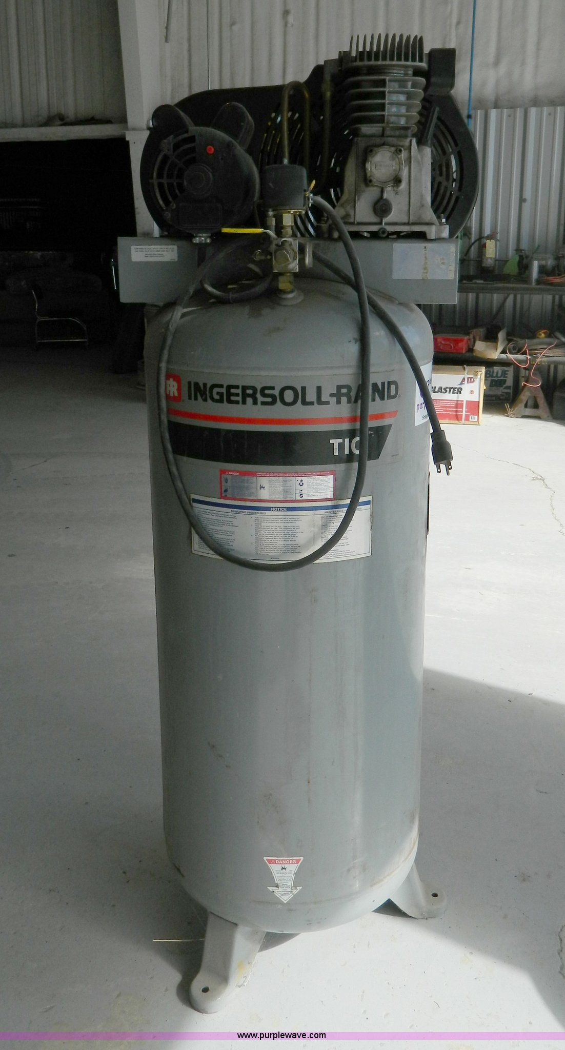 ... Ingersoll Rand T10 vertical air compressor Full size in new window ...