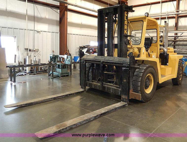 Clark 210 forklift | Item H9539 | SOLD! December 5 Construct...