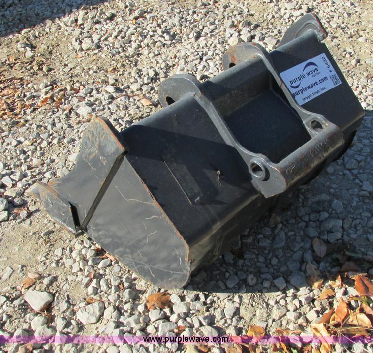 Bobcat 6735433 five tooth excavator bucket   Item F5422   SO