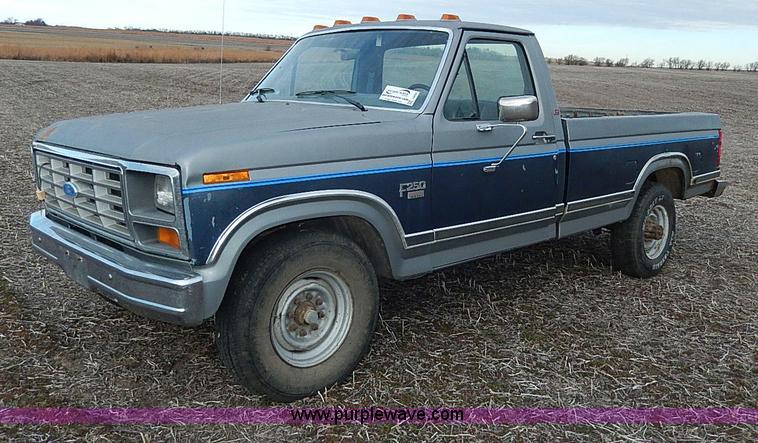 1986 ford f250 xlt lariat pickup truck item i9495 sold. Black Bedroom Furniture Sets. Home Design Ideas