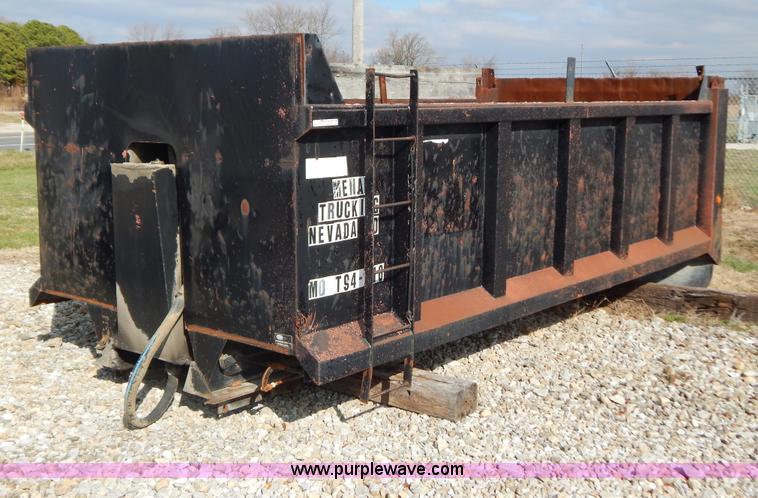 Heil 16'L dump bed no reserve auction on Tuesday, December 31, 2013