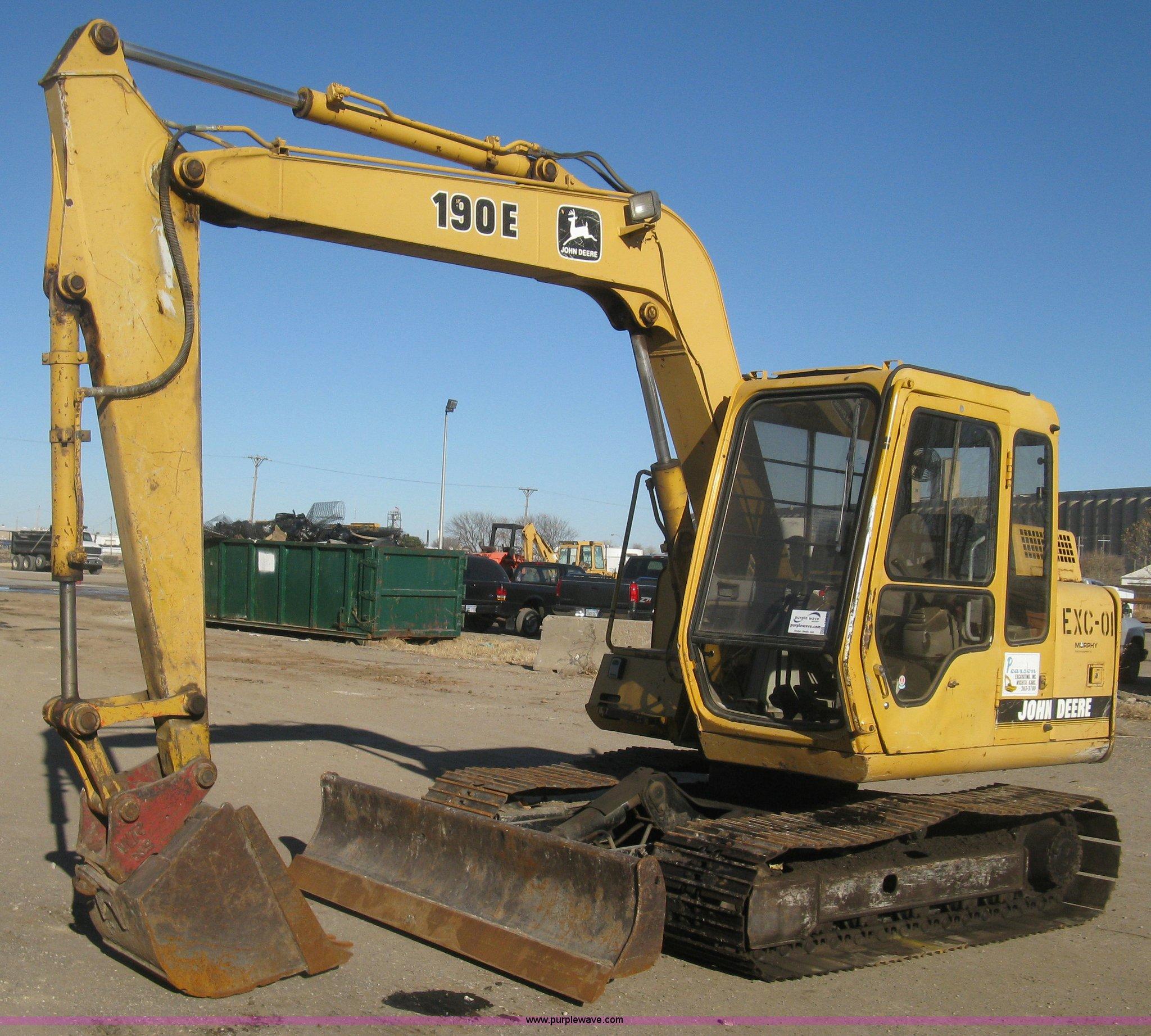 I5745 image for item I5745 1995 John Deere 190E excavator