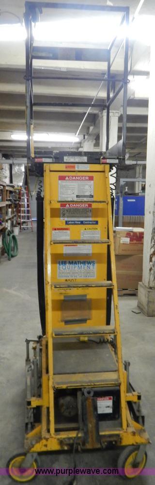 Workforce 2900 XLT single man lift | Item H3895 | SOLD! Janu