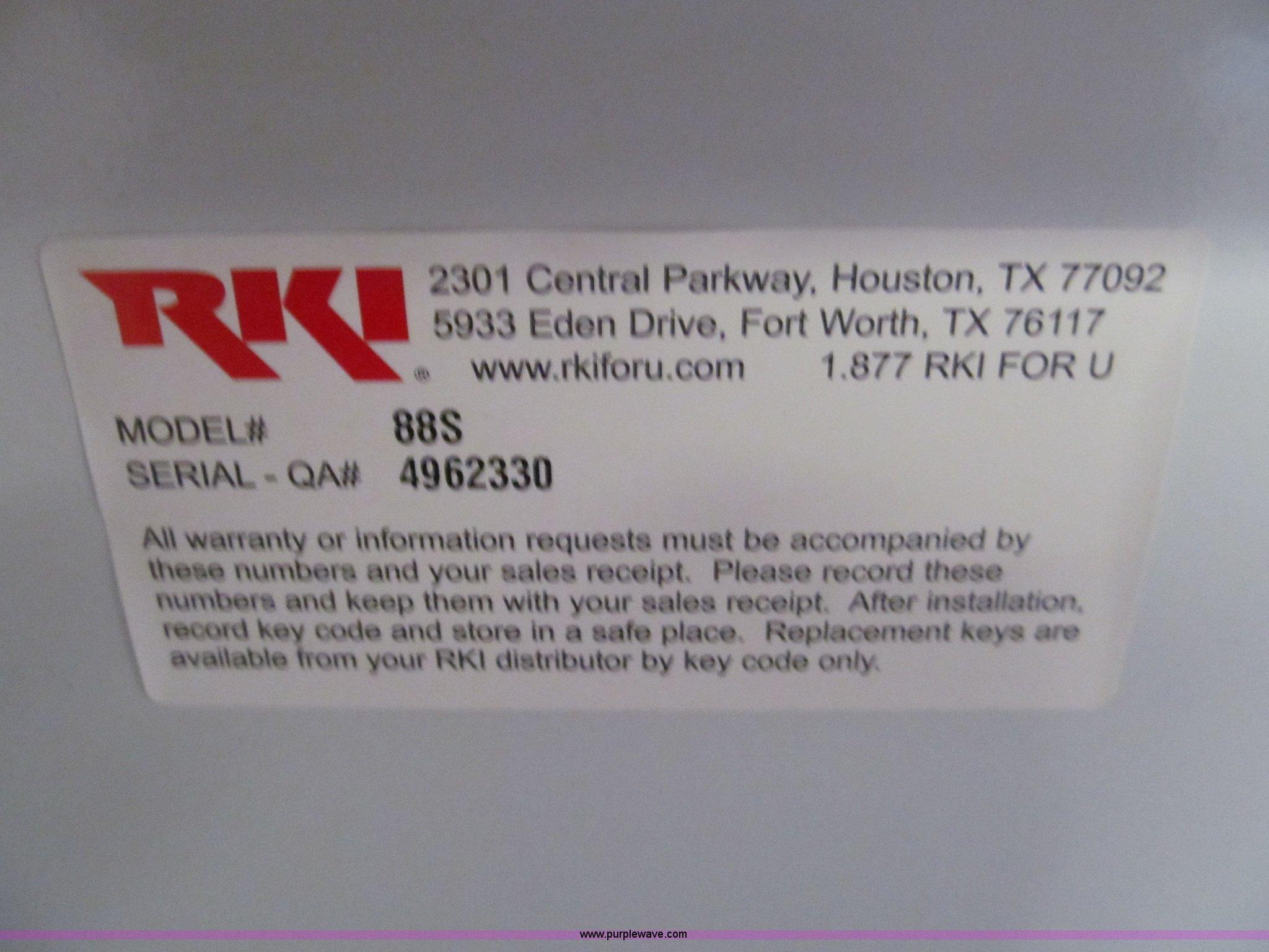 RKI truck toolbox | Item AR9031 | SOLD! January 22 Vehicles