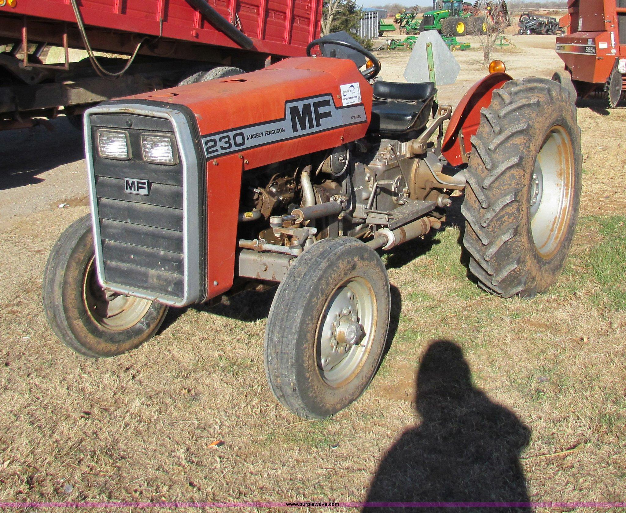 G4460 image for item G4460 1982 Massey-Ferguson 230 tractor