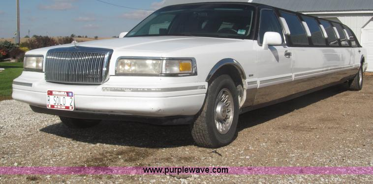 1996 Lincoln Town Car Executive Limousine Item F7147 Sol