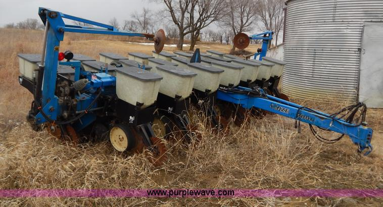 Kinze 2000 Rigid Frame Split Row Planter Item H3802 Sold