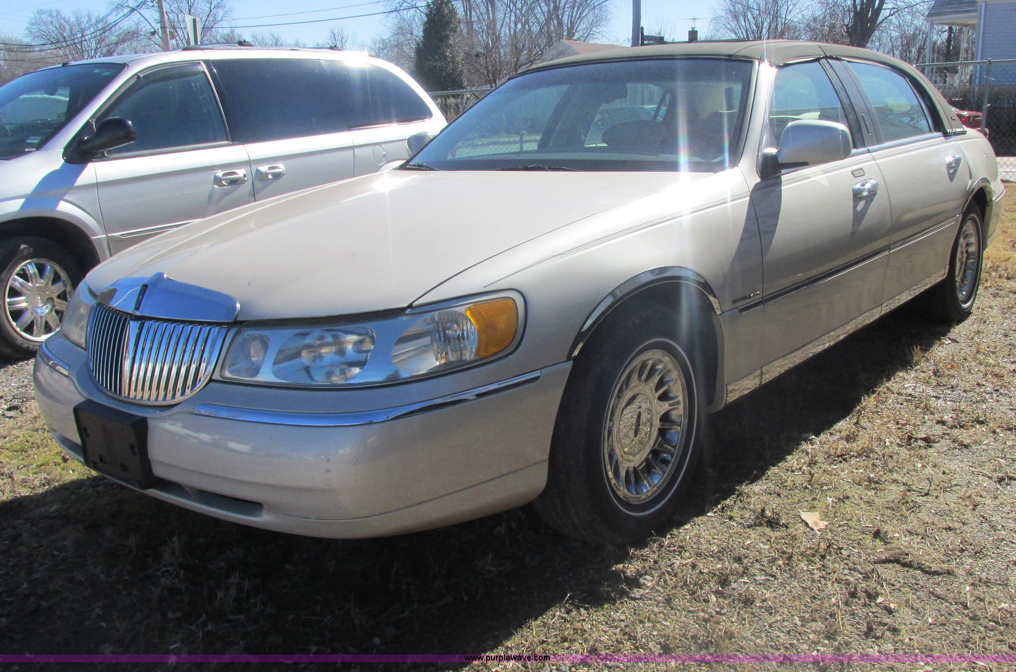 2000 Lincoln Town Car Cartier Item H7722 Sold March 19