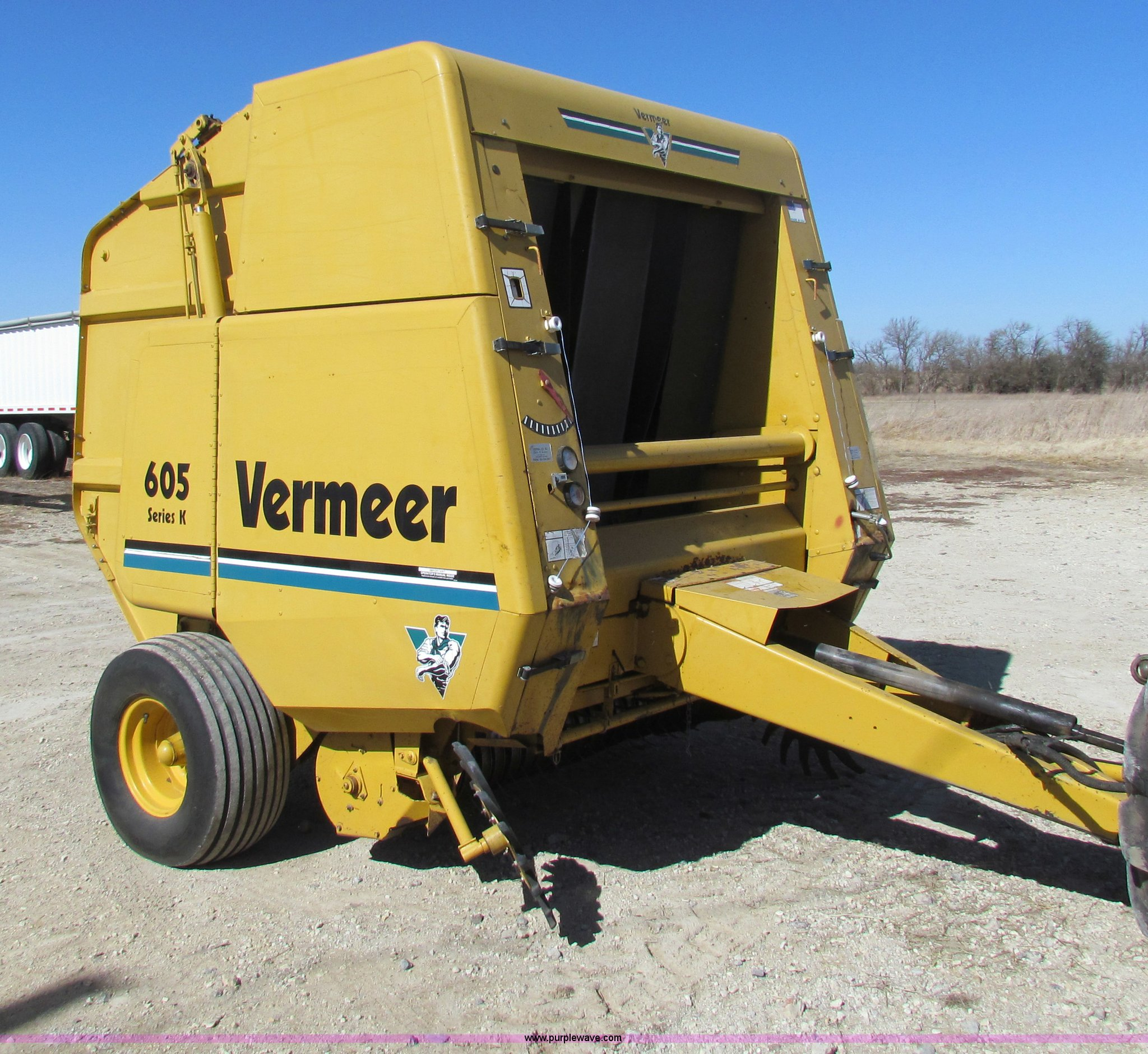 C1855 image for item c1855 vermeer 605k round baler