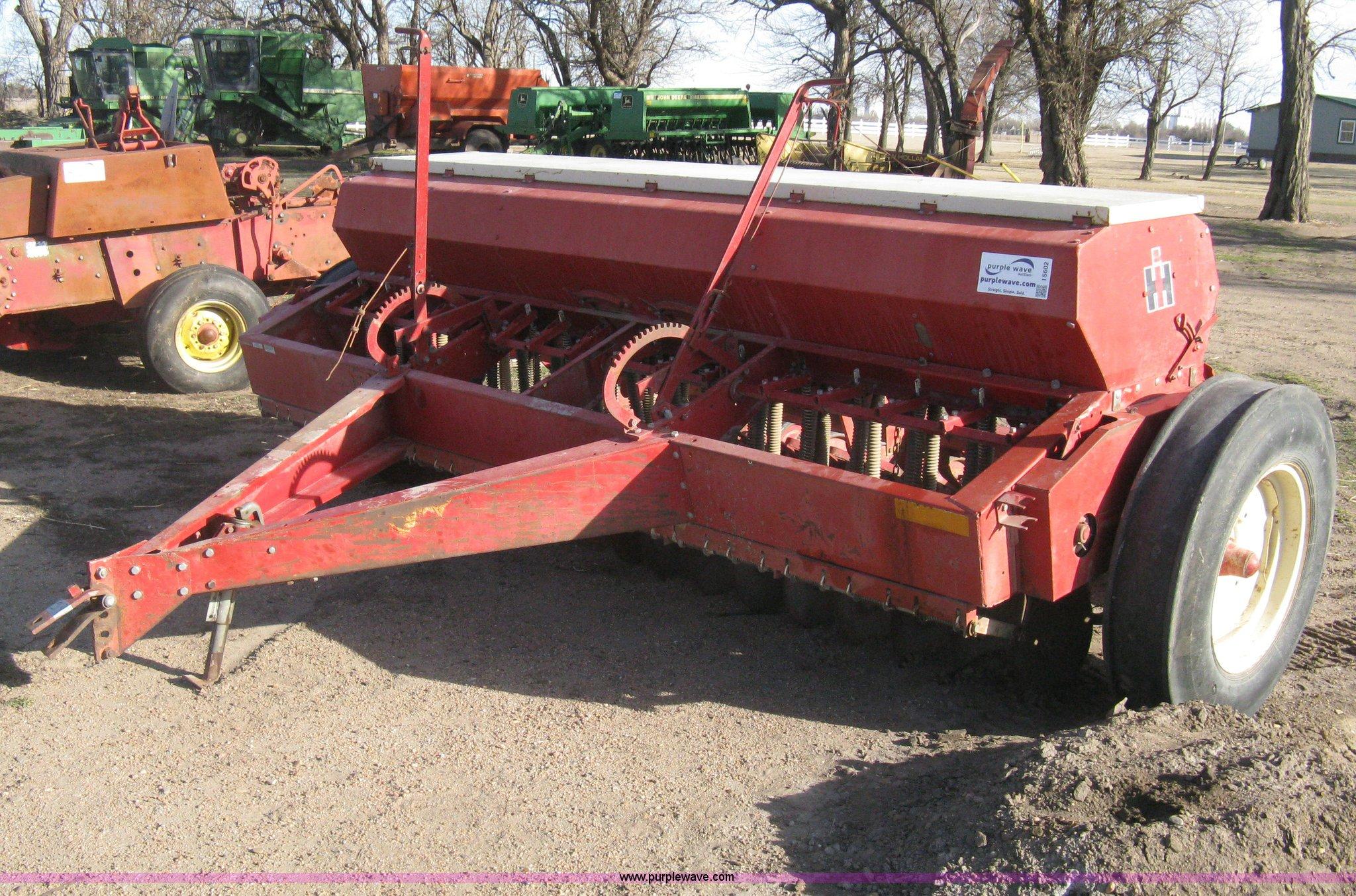 I5602 image for item I5602 International 510 grain drill
