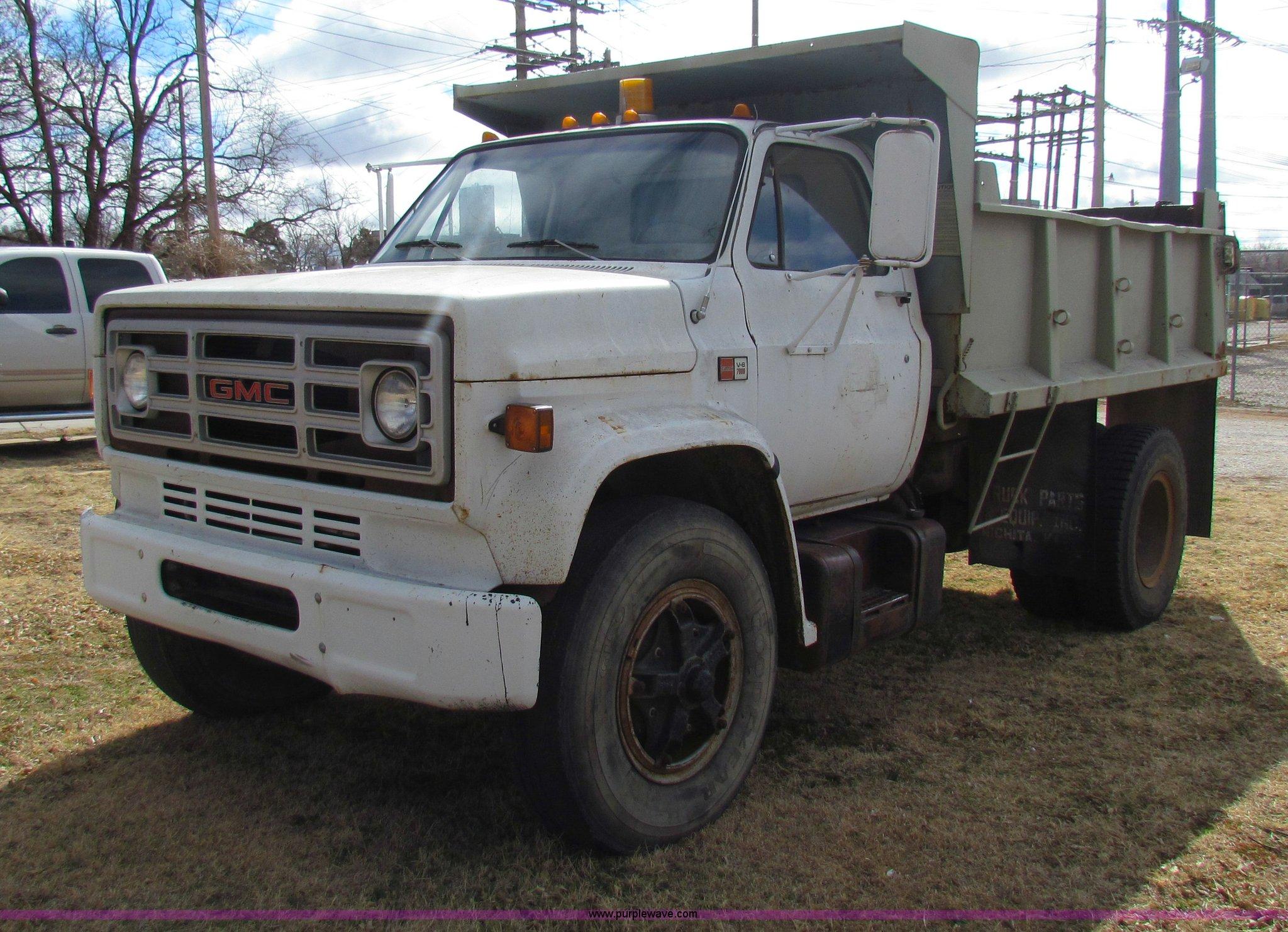 1982 Gmc 7000 Dump Truck In Wellington Ks Item Ae9024 Sold Purple Wave