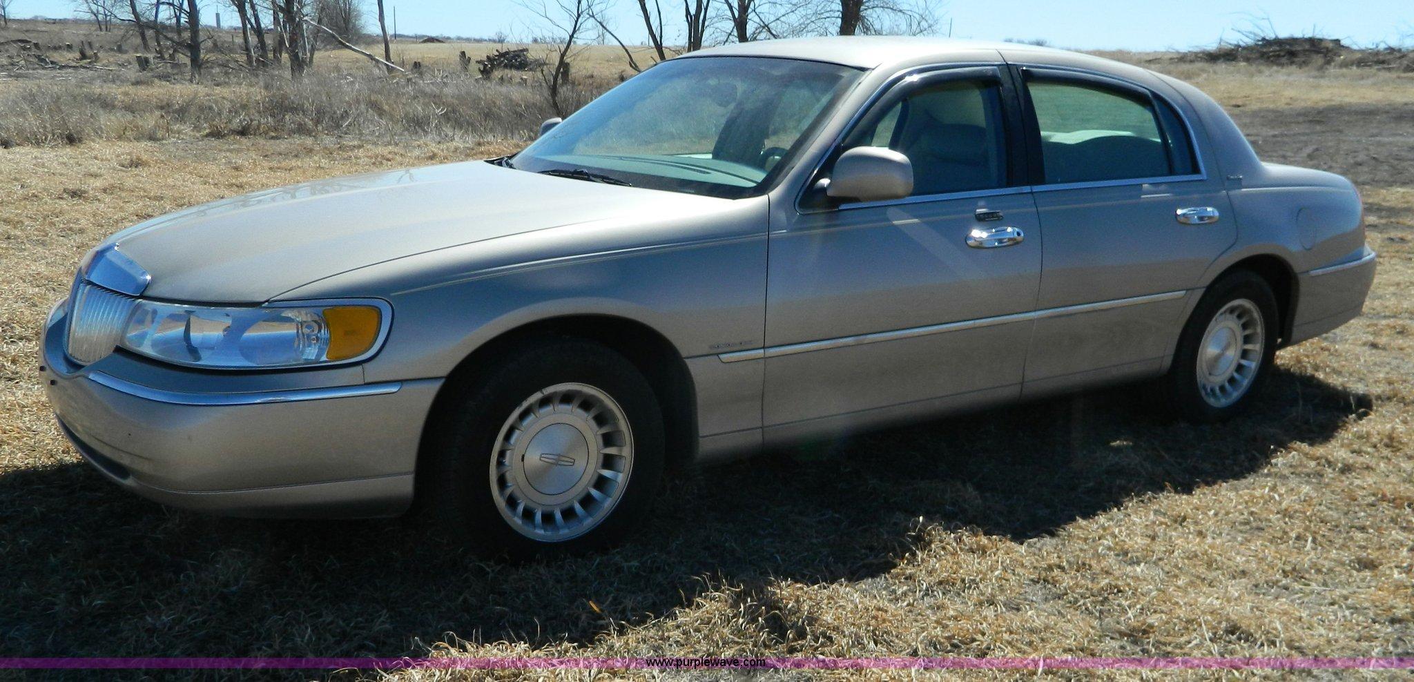 2002 Lincoln Town Car Executive Item Aq9970 Sold April