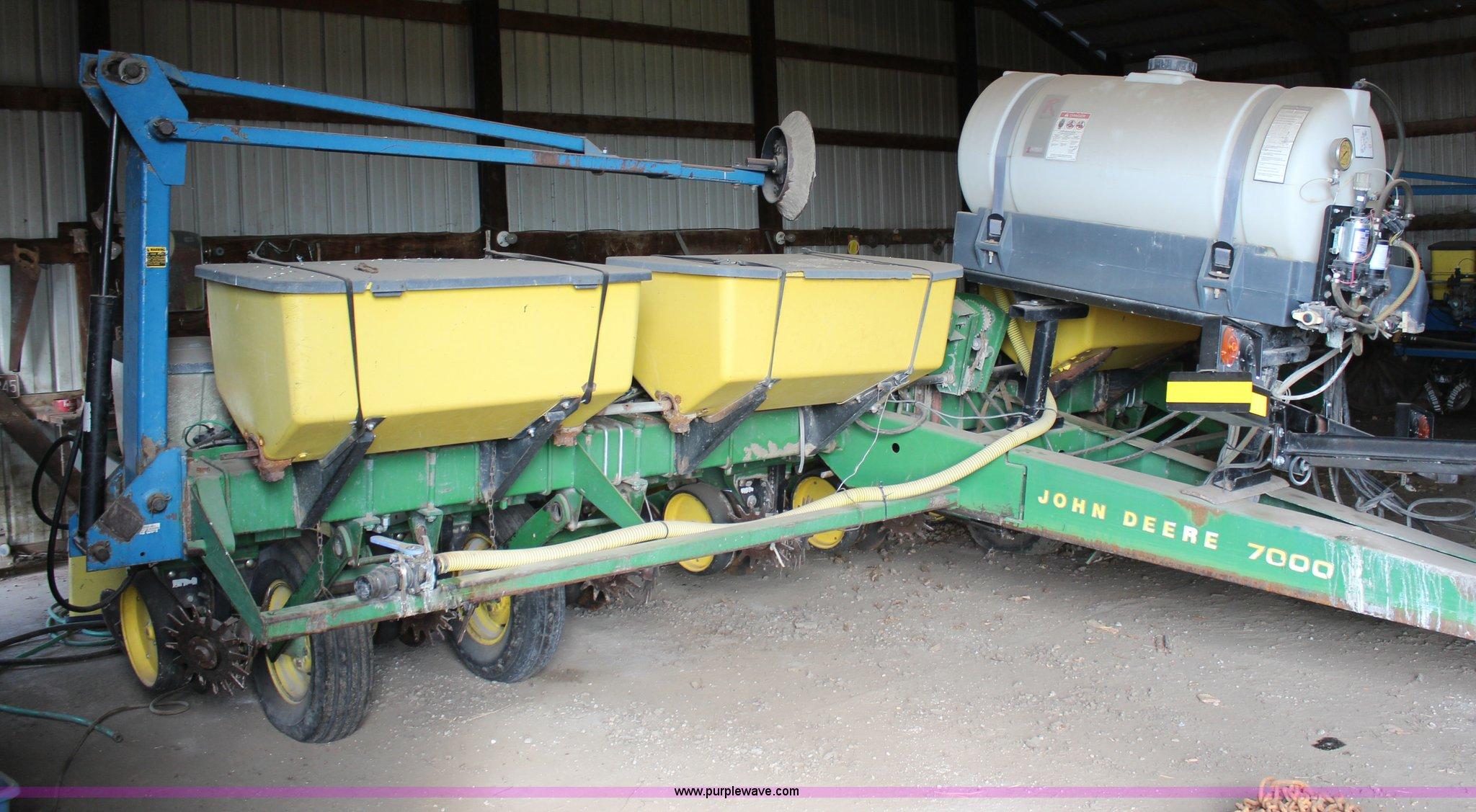 John Deere 7000 Eight Row Planter Item H1424 Sold April