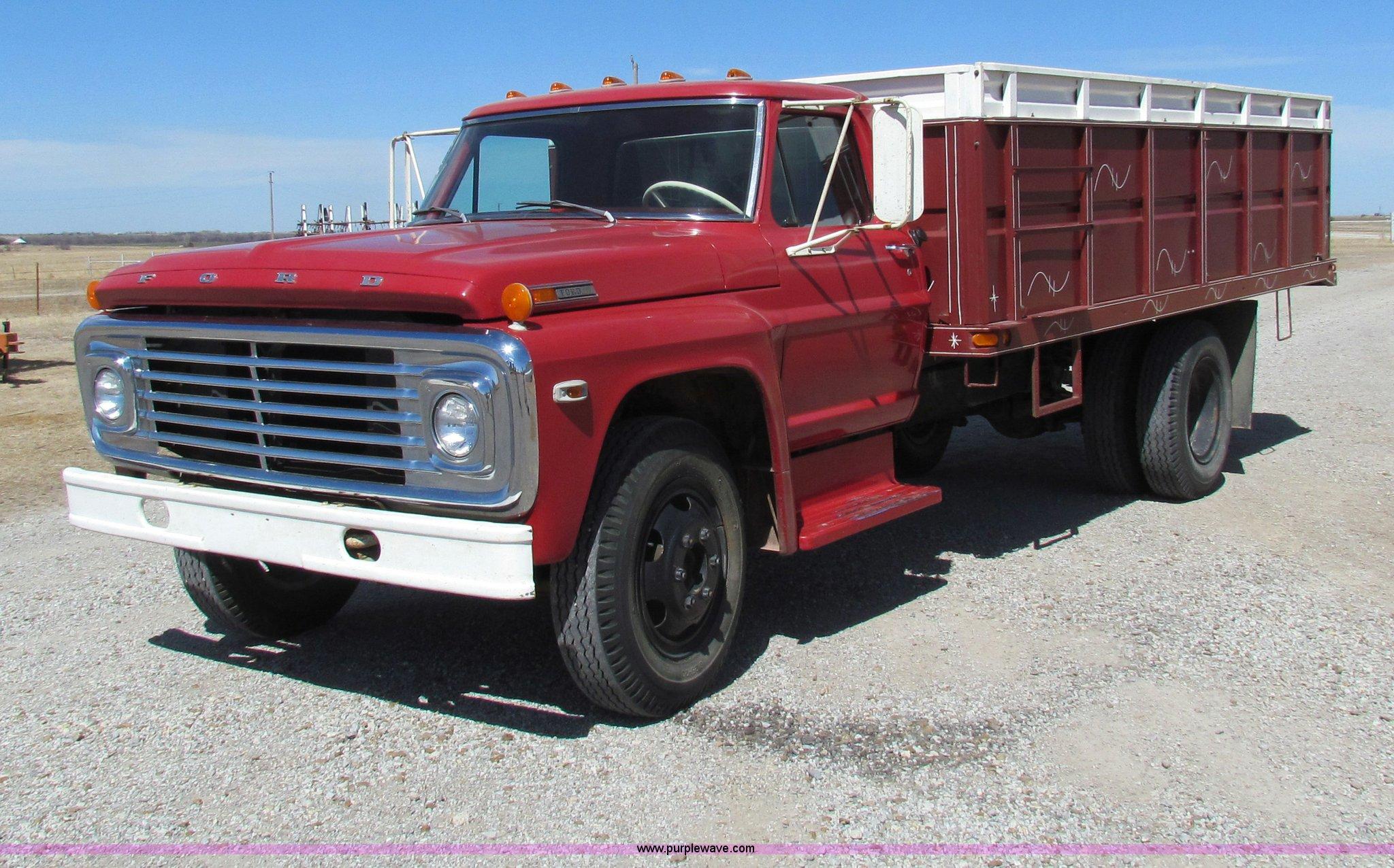 1972 Ford F600 Grain Truck