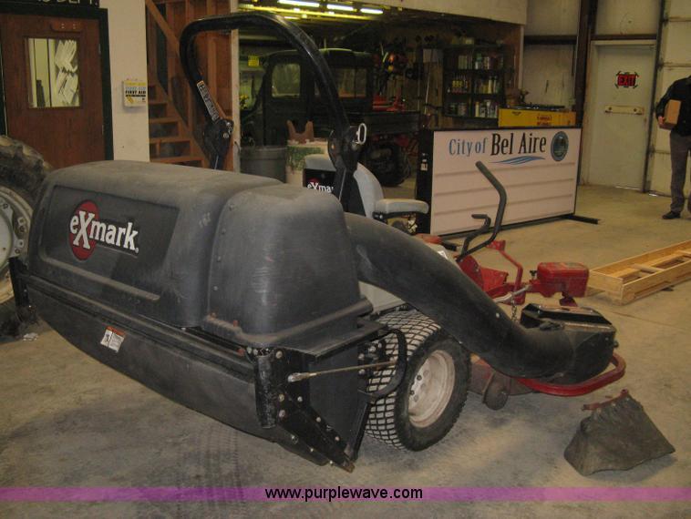 2007 Exmark Lazer Z zero turn mower with bagger | Item I5542