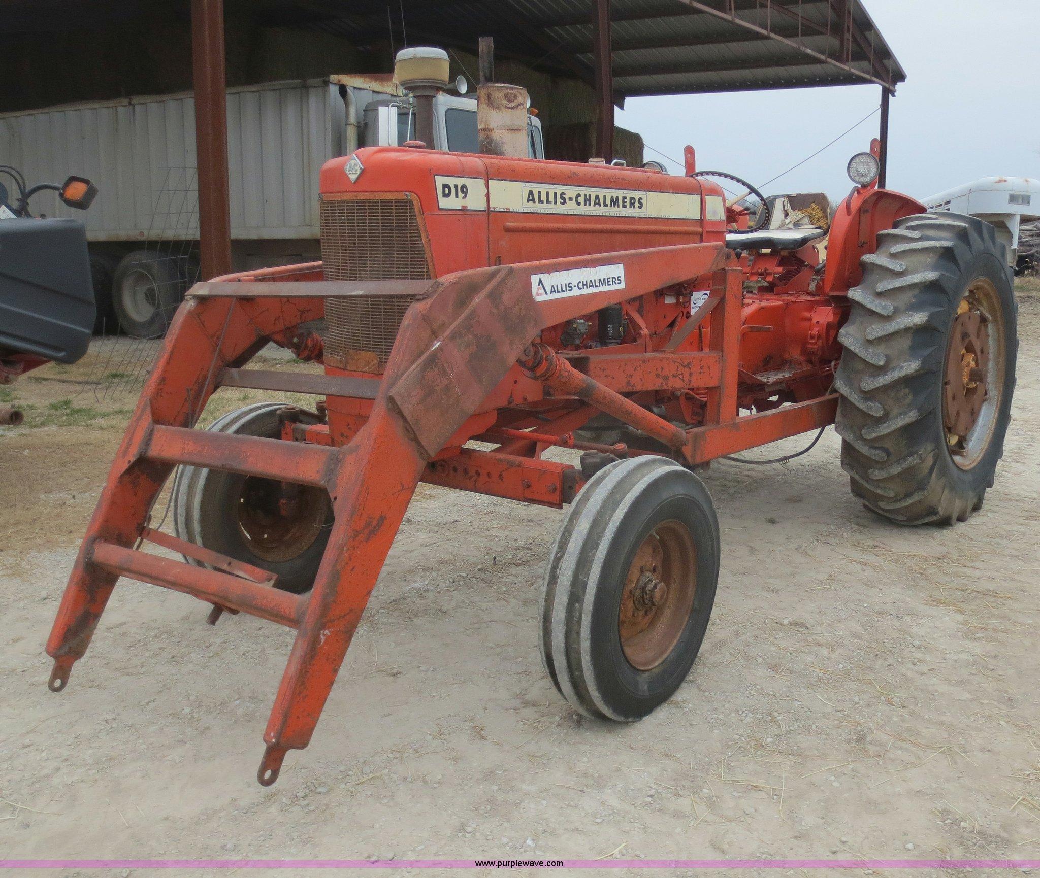 1964 Allis Chalmers D19 tractor   Item F8214   SOLD! April 2
