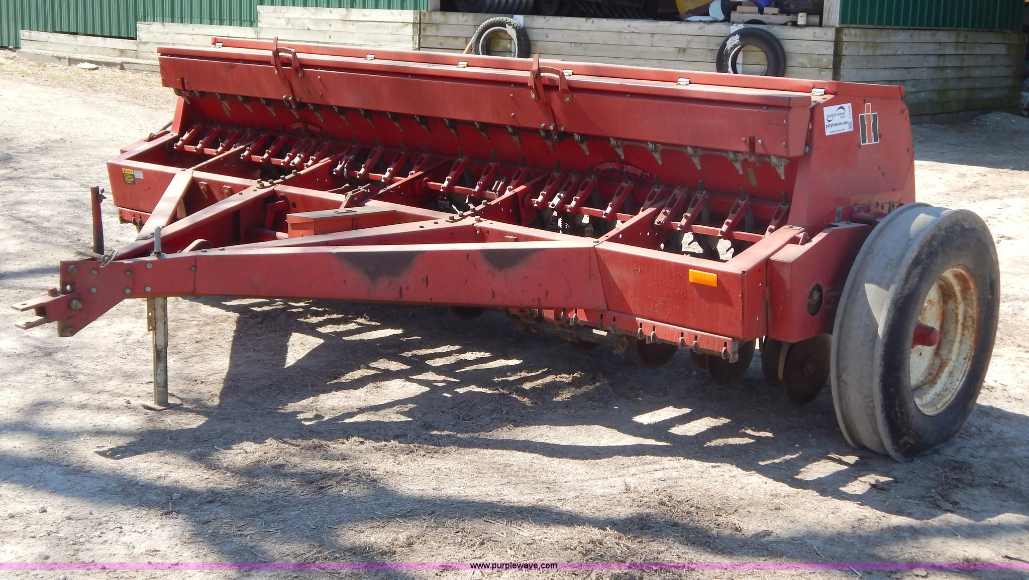 I1038 image for item I1038 International 5100 Soybean Special drill