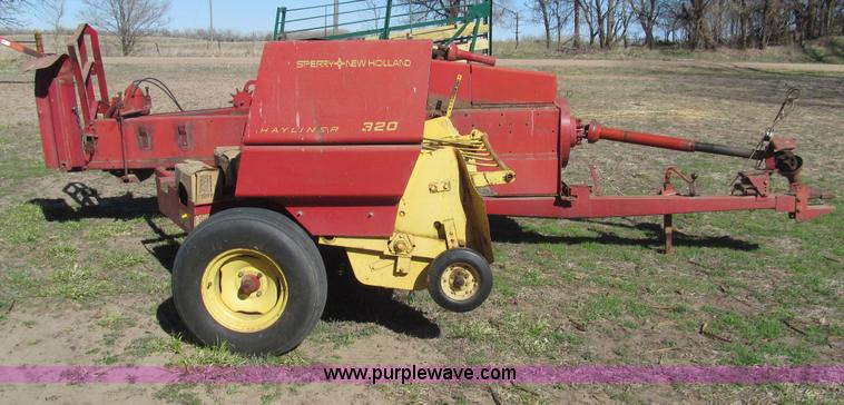 New Holland 320 square baler | Item G8415 | SOLD! May 14 Ag