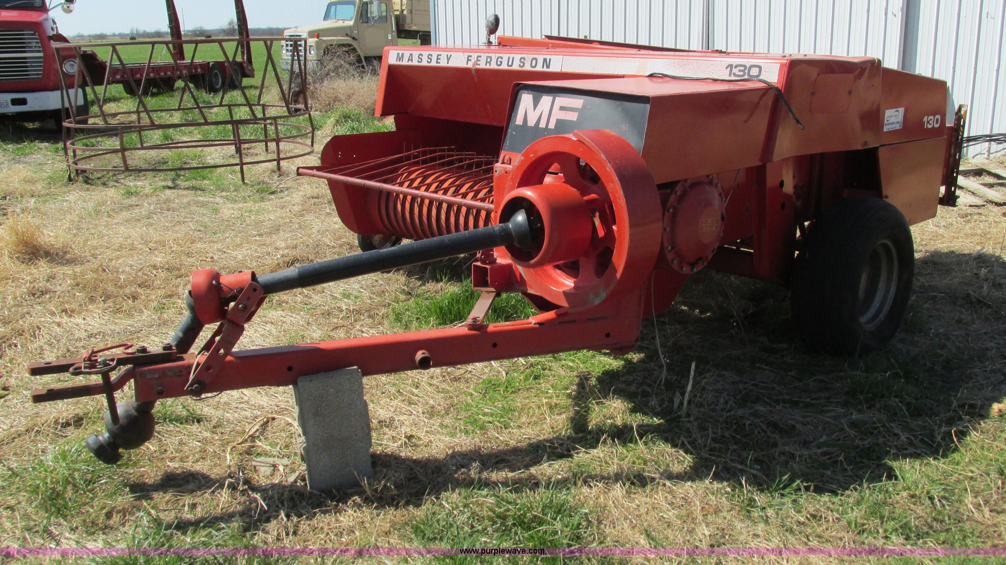 G9325 image for item G9325 Massey-Ferguson MF130 small square baler