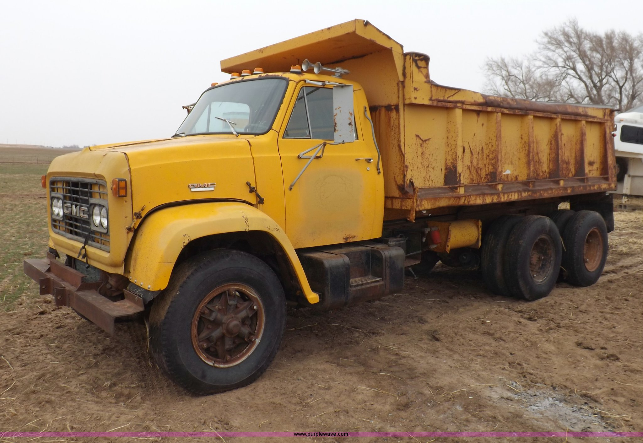 1978 GMC 7500 dump truck | Item I9073 | SOLD! May 14 Ag Equi
