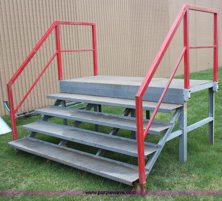AZ9848 Image For Item AZ9848 Steel Steps With Platform