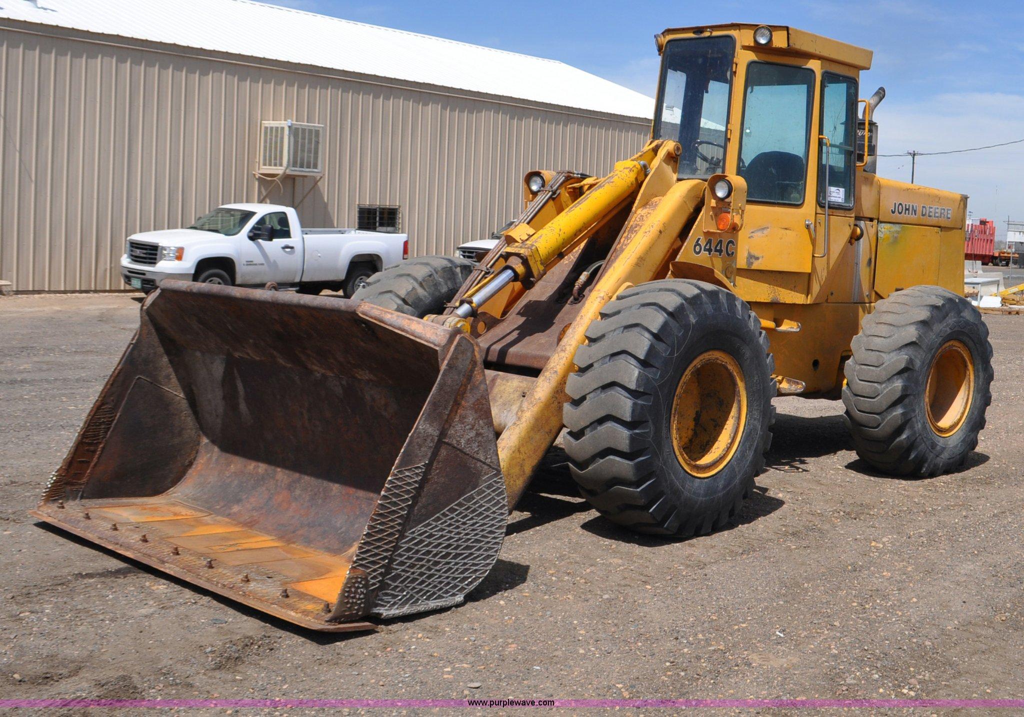 G6456 image for item G6456 1983 John Deere 644C loader