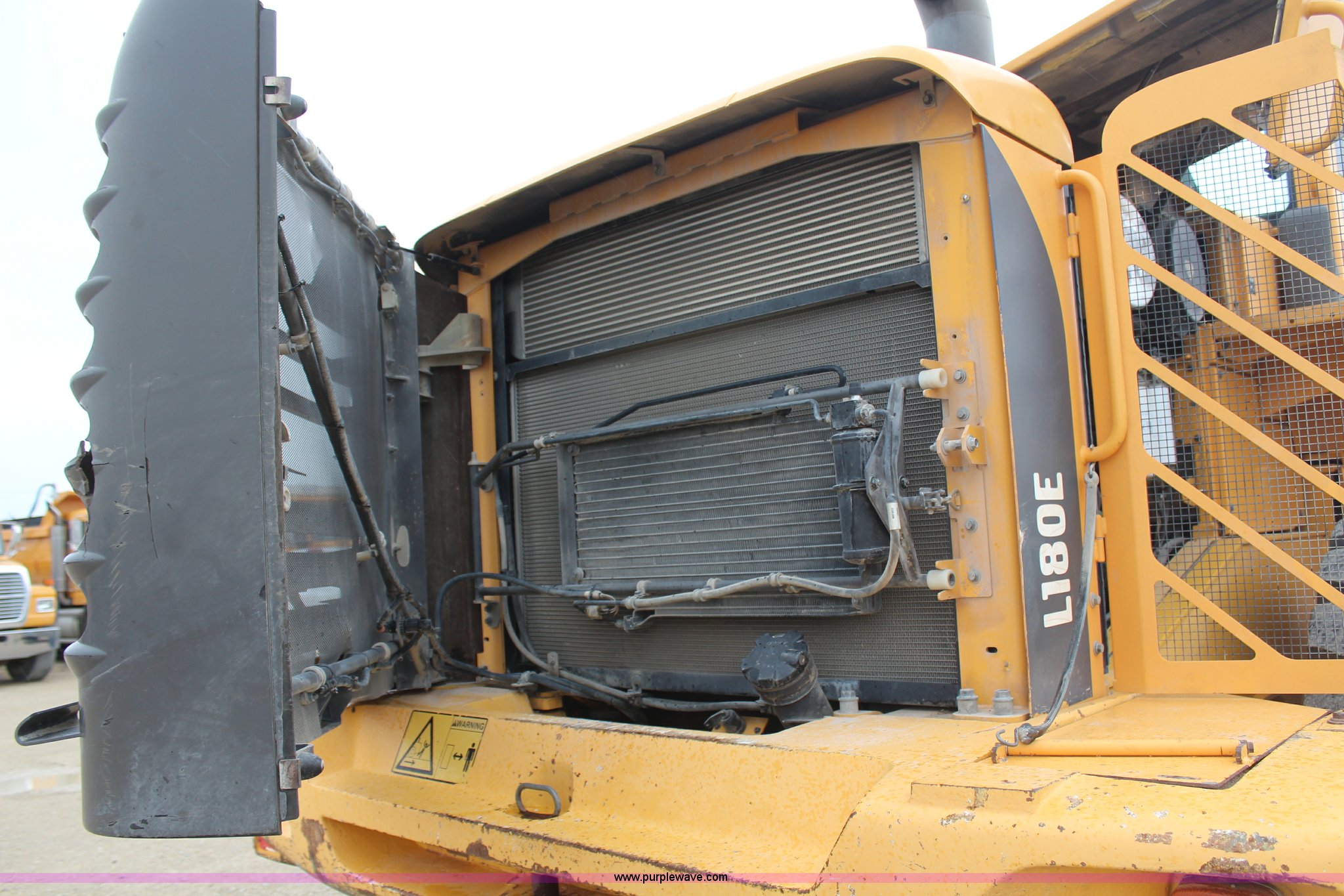 ... Volvo L180E wheel loader Full size in new window ...
