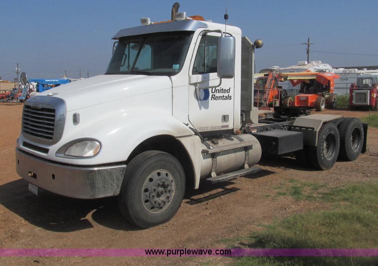 2009 Freightliner Columbia CDL120 semi truck   Item I7060  
