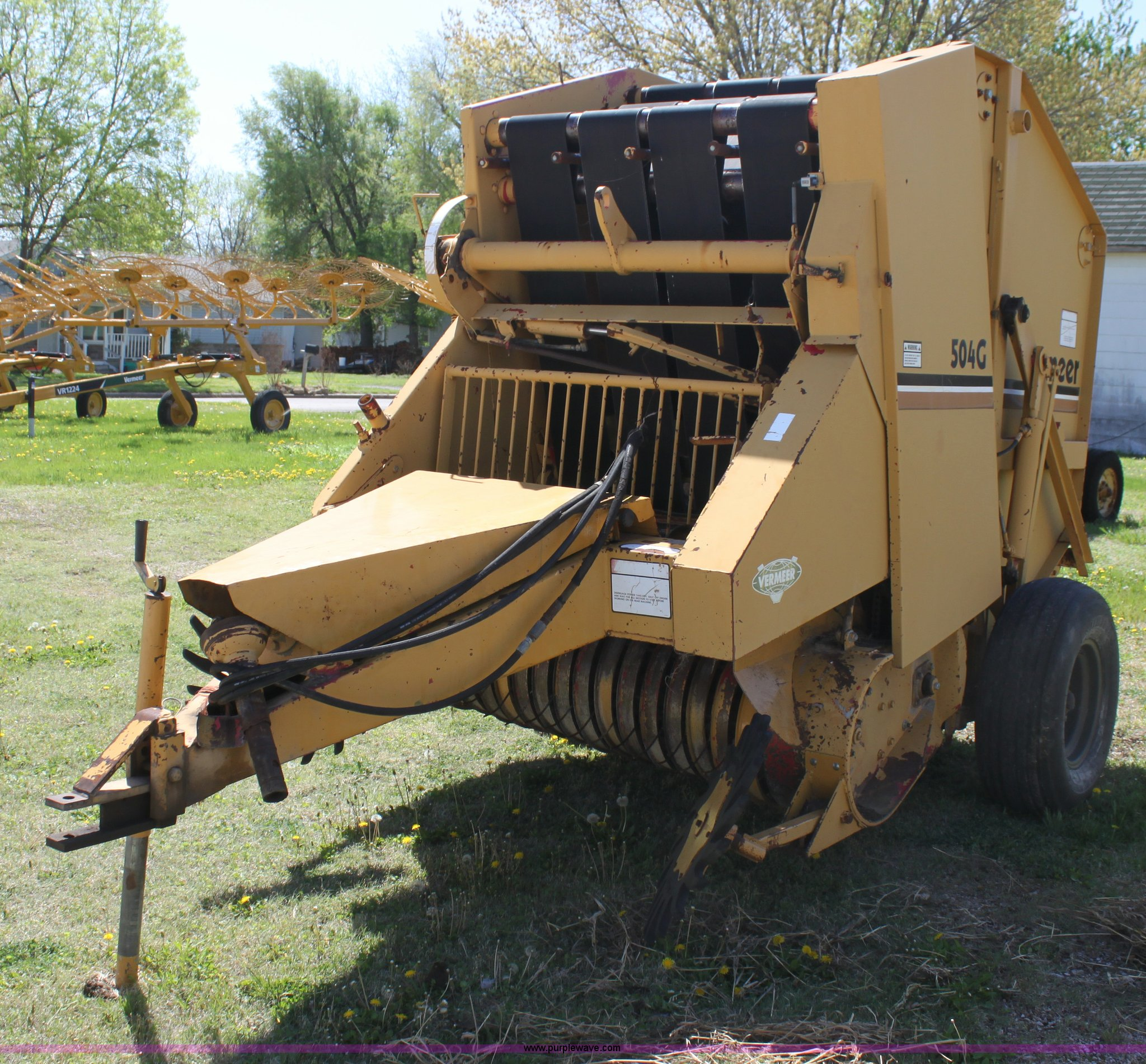 ... Vermeer 504G round baler Full size in new window ...