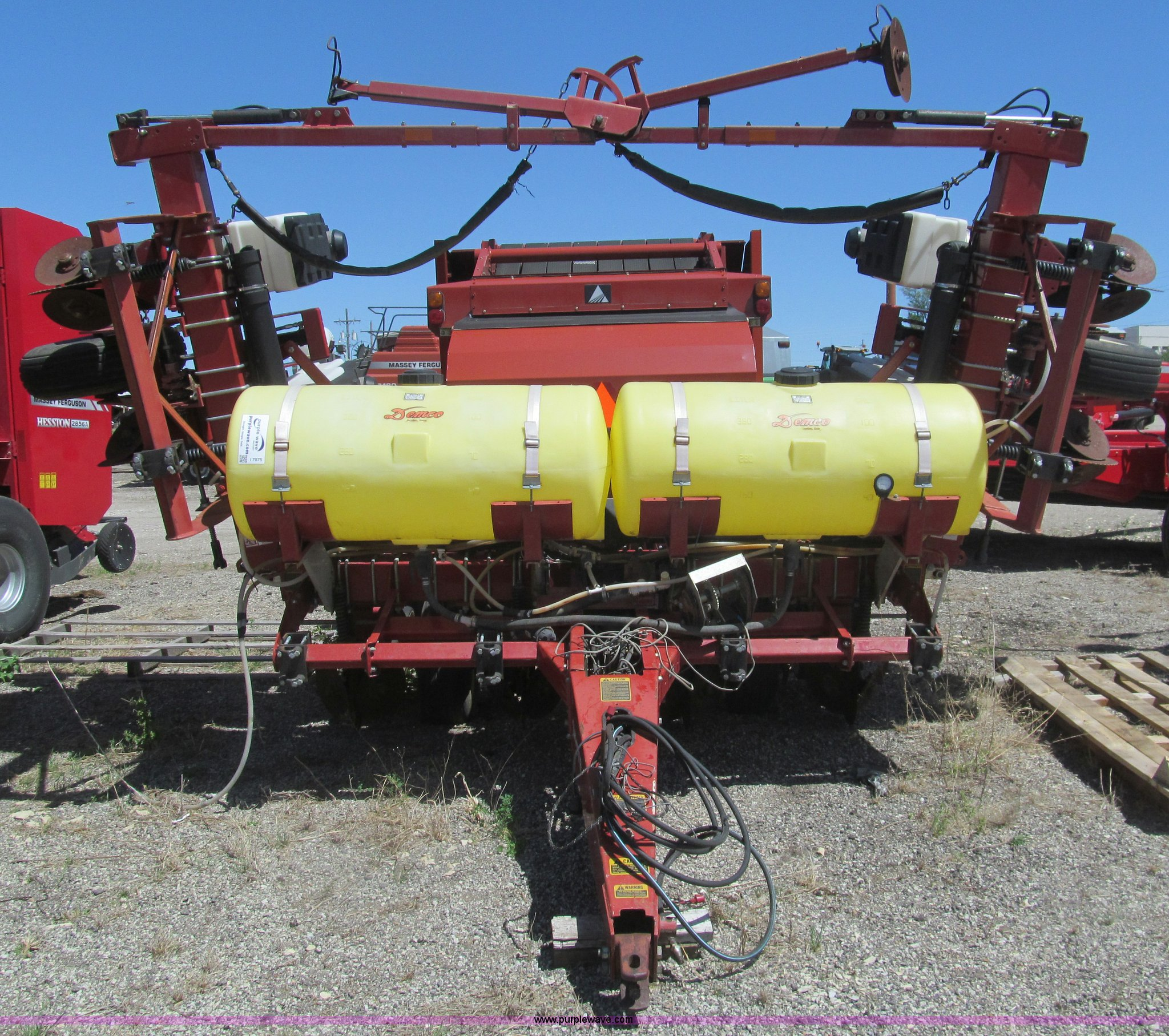 Agco White 6100 Planter Item I7075 Sold May 28 Ag Equip