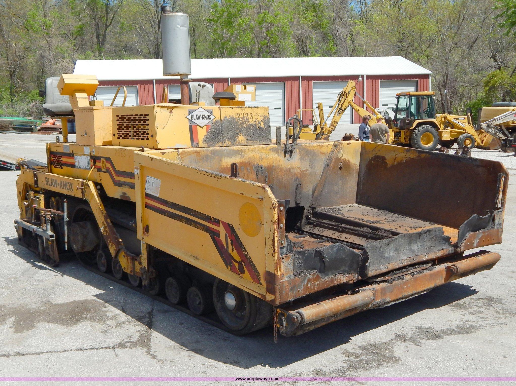 H3442 image for item H3442 2000 Blaw-Knox PF5510 crawler asphalt paver