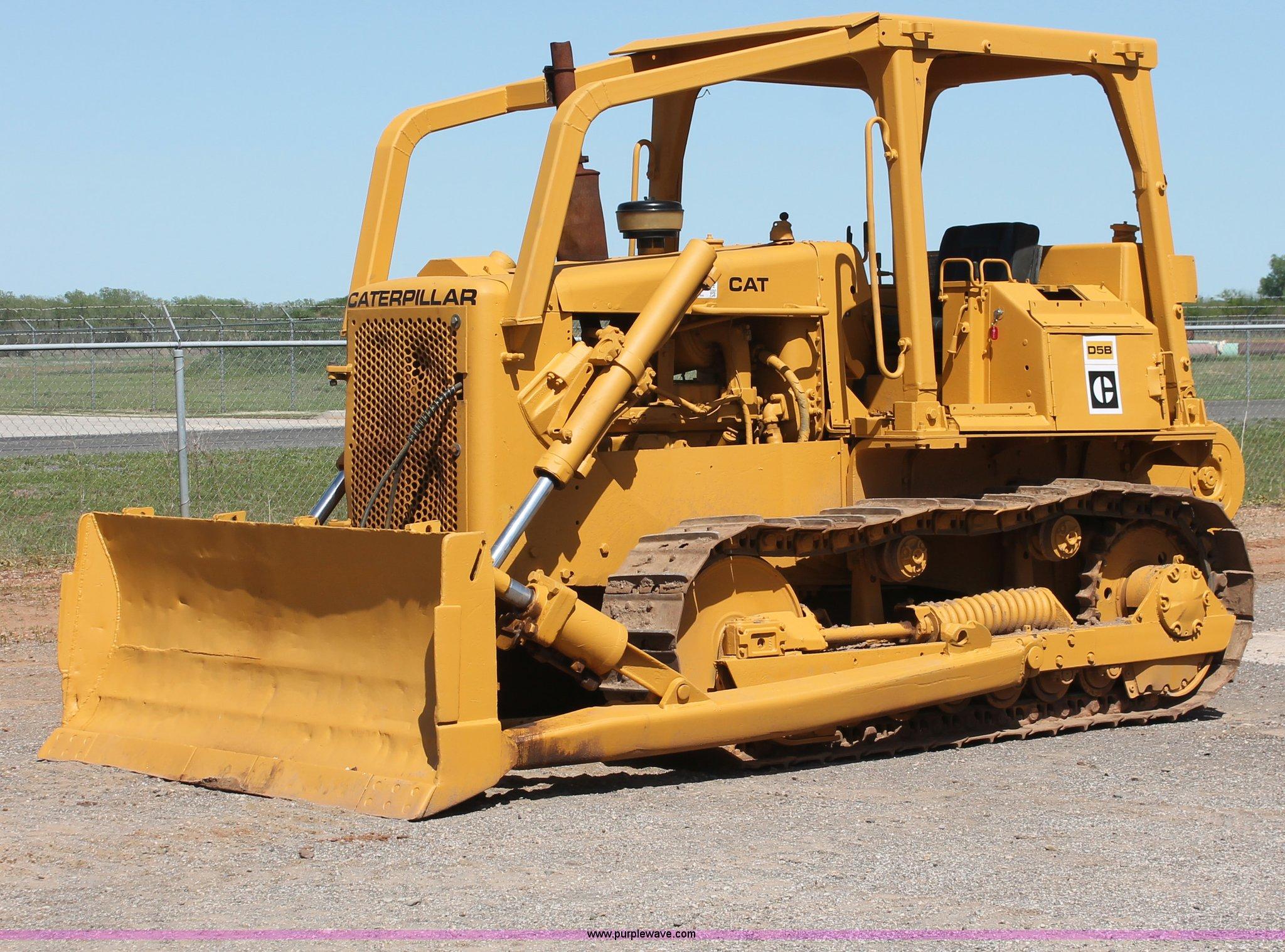 1978 Caterpillar D5B dozer | Item H5692 | SOLD! May 29 Const