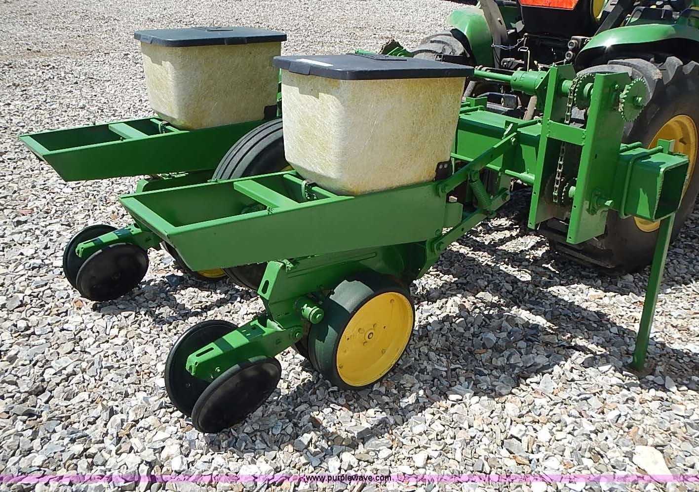 John Deere 7100 Two Row Plate Less Planter Item Az9989 S