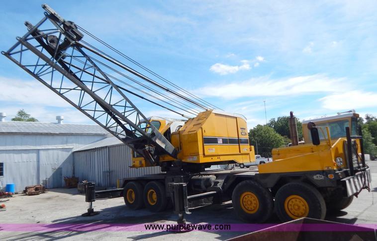 American 7450 truck mounted lattice boom crane   Item B5896