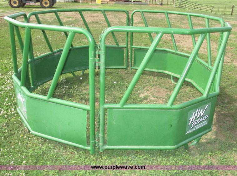 Hw Round Bale Feeder Item F7410 Sold July 16 Ag Equipme
