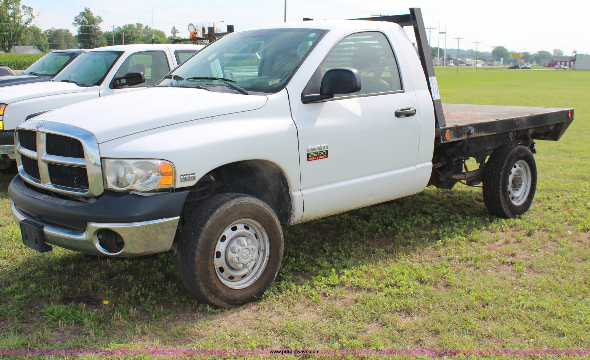 2005 Dodge Ram 2500 flatbed truck Item J1078