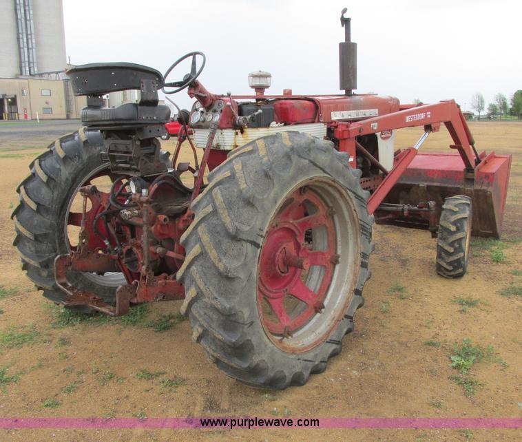Farmall 560 tractor | Item I2519 | SOLD! July 30 Ag Equipmen