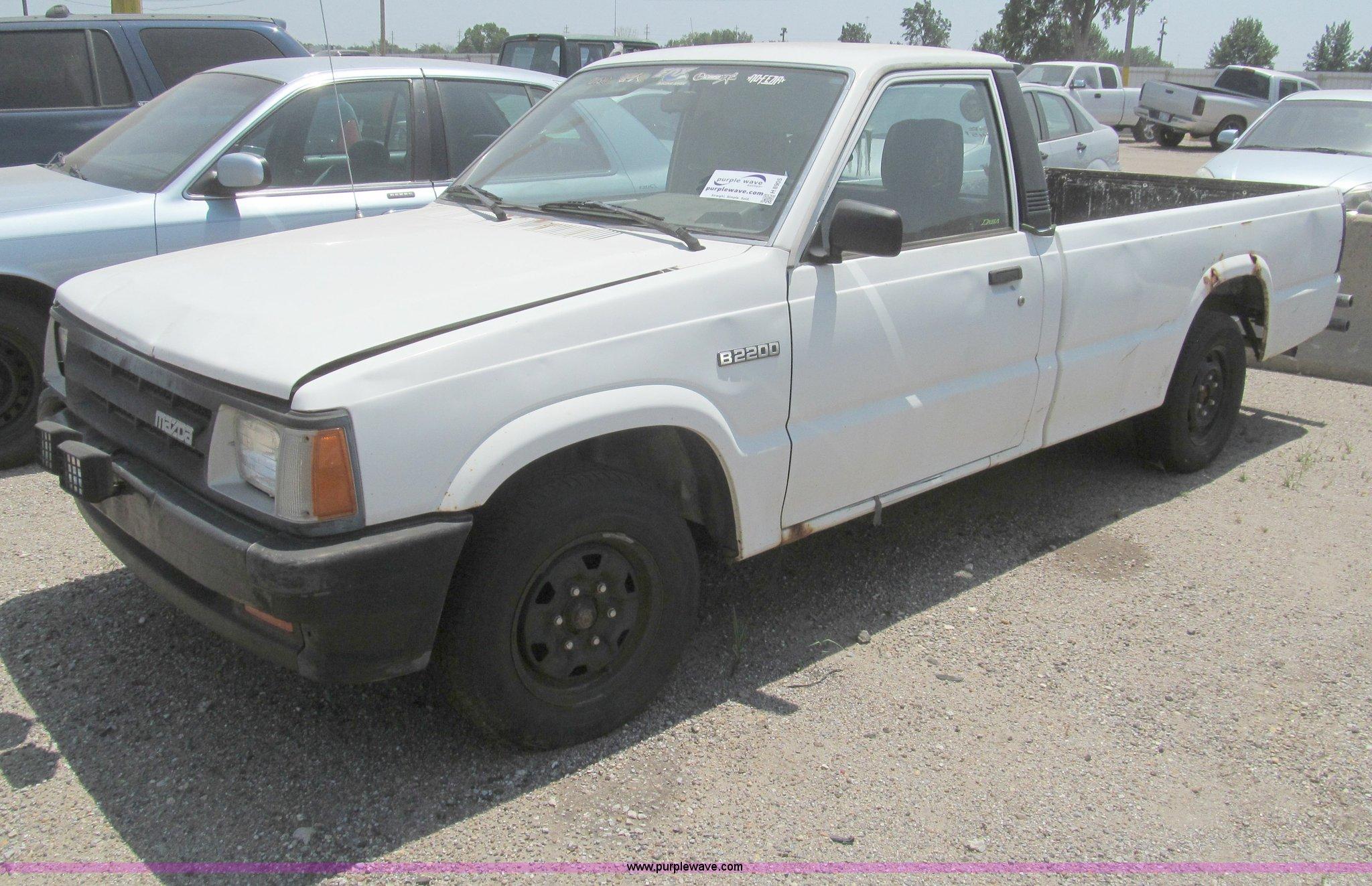 1993 Mazda B2200 pickup truck | Item H8905 | SOLD! August 18...