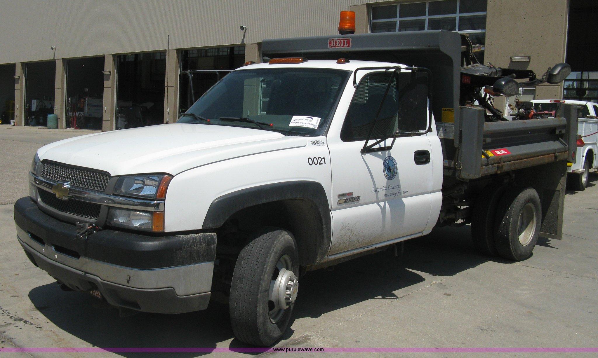 2004 Chevrolet Silverado 3500 dump bed truck Item H5303